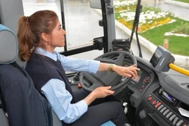 İzmir Belediyesi 100 Kadın Şoför Alımı Yapıyor!